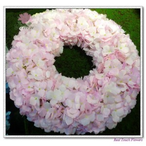 http://www.ls-decos.com/39-242-thickbox/hydrangea-wreath.jpg